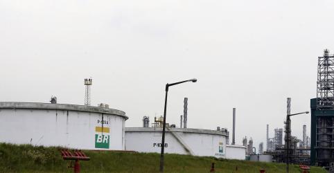 Petrobras reajusta gasolina após 18 dias; mantém diesel estável