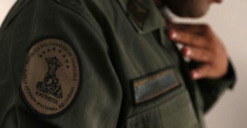 Militares venezuelanos relatam aumento de deserções para o Brasil