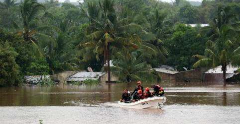 Placeholder - loading - Número de mortos por ciclone sobe para 38 e chuvas impedem ajuda aérea em Moçambique