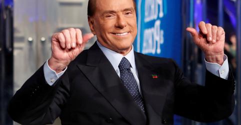 Placeholder - loading - Imagem da notícia Berlusconi vai a hospital por dores no rim, planeja retomar campanha