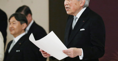 Placeholder - loading - Imagem da notícia Imperador do Japão reza por paz na primeira abdicação em 200 anos