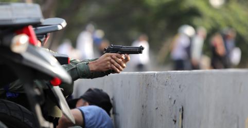 Placeholder - loading - Imagem da notícia Disparos são ouvidos em manifestação de Guaidó próximo a base aérea em Caracas, dizem testemunhas