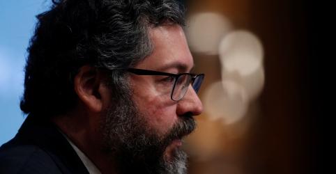 Placeholder - loading - Imagem da notícia Araújo diz que é positivo apoio de militares a Guaidó, mas é necessário obter mais informações