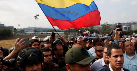 Placeholder - loading - Imagem da notícia Forças Armadas dos EUA dizem monitorar eventos na Venezuela, não há mudança na missão