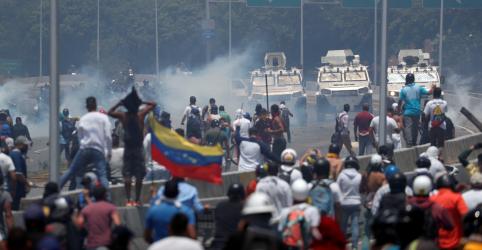 Placeholder - loading - Imagem da notícia Guaidó faz apelo para militares deporem se juntarem a esforço para derrubar Maduro na Venezuela romperem com Maduro provoca confrontos