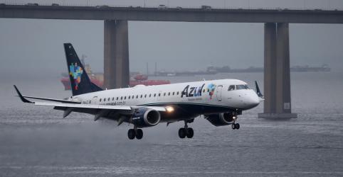 Azul anuncia saída da Abear, na esteira da disputa por slots da ponte aérea