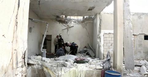 Forças de Rússia e Síria intensificam ataques contra rebeldes no noroeste sírio
