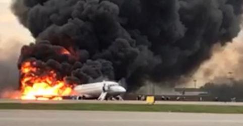 Placeholder - loading - Rússia diz que não suspenderá aviões Sukhoi apesar de acidente com 41 mortos