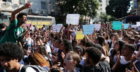 Placeholder - loading - Em cenário de cortes, Bolsonaro diz que educação é meio de melhorar a vida das pessoas