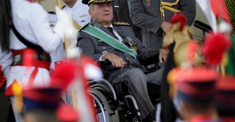 Placeholder - loading - Imagem da notícia Nova crise provocada por Olavo de Carvalho escancara irritação de militares