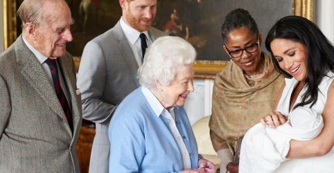 Placeholder - loading - Imagem da notícia BBC demite radialista após tuíte com chimpanzé sobre novo bebê da realeza britânica