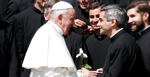 Placeholder - loading - Imagem da notícia Papa emite decreto para responsabilizar bispos por abusos sexuais ou acobertamentos