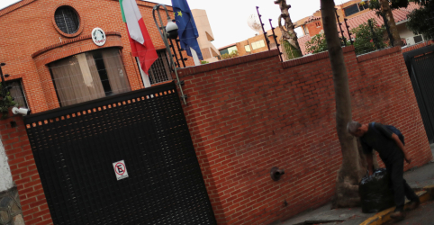 Placeholder - loading - Imagem da notícia Parlamentares da Venezuela buscam refúgio em embaixadas após repressão a aliados de Guaidó