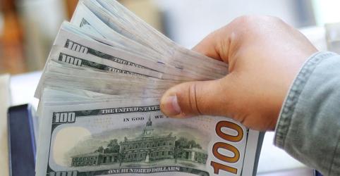 Dólar sobe mais de 1% com aversão a risco por impasse comercial entre EUA e China