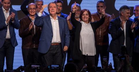 Placeholder - loading - Governador de oposição é reeleito em província decisiva para eleição presidencial da Argentina