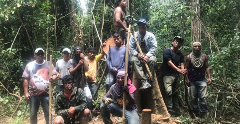 """ESPECIAL-""""Guardiões da floresta"""" combatem madeireiros na Amazônia sob risco de aumento da violência"""