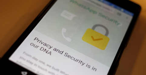Placeholder - loading - WhatsApp pede que usuários atualizem app após descoberta de falha de segurança