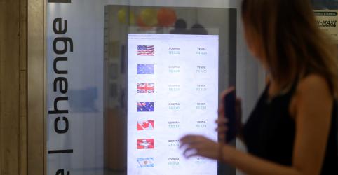 Placeholder - loading - Imagem da notícia Dólar toca R$4,02 pela 1ª vez no ano com dados fracos de China e EUA