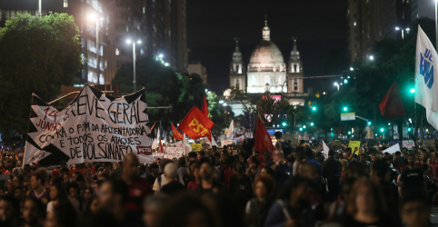 Placeholder - loading - Imagem da notícia Manifestações não desestabilizam governo, diz Mourão