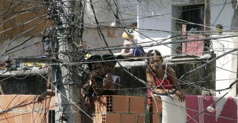 Placeholder - loading - Imagem da notícia Light focará em 'áreas possíveis' do Rio para reduzir perdas com furtos de energia