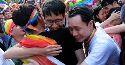 Placeholder - loading - Imagem da notícia Parlamentares de Taiwan aprovam casamento homoafetivo, em medida inédita na Ásia