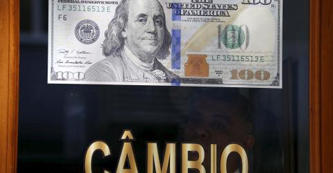 Placeholder - loading - Dólar acelera alta e bate R$4,10 com debate sobre atuação do BC, ruídos locais e externos