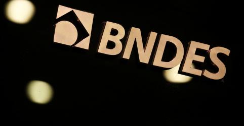 Associação de funcionários do BNDES critica afastamento de diretora de Fundo Amazônia
