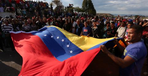 Saída em massa de venezuelanos merece status de crise de refugiados, diz ONU