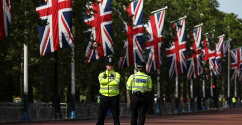 Polícia fecha ruas no entorno de gabinete de premiê britânica devido a item suspeito