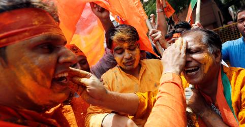 Placeholder - loading - Imagem da notícia Modi promete Índia inclusiva após vitória marcante em eleição