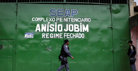 Placeholder - loading - Imagem da notícia Briga entre presos deixa 15 mortos em penitenciária de Manaus