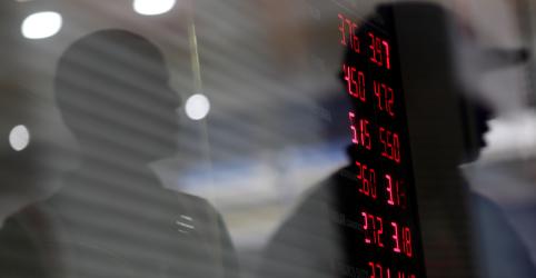Placeholder - loading - Imagem da notícia Dólar recua ante real com otimismo por cena política após pacto entre Poderes