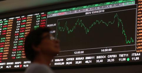 Ibovespa cai 0,49%, mas fecha maio no azul