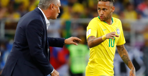 Placeholder - loading - Imagem da notícia Tite diz que não se deve fazer pré-julgamento sobre denúncia contra Neymar