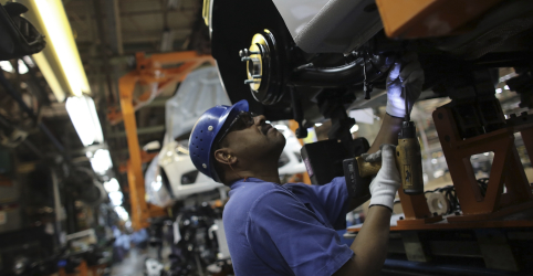 Placeholder - loading - Imagem da notícia Produção industrial no Brasil sobe 0,3% em abril, diz IBGE