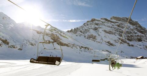 Placeholder - loading - Imagem da notícia Acidente em teleférico nos Alpes suíços deixa 1 morto e 6 feridos