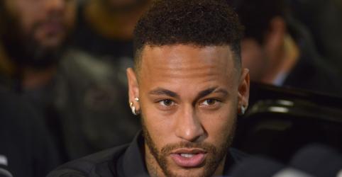 Neymar agradece apoio de amigos e fãs após prestar depoimento no Rio