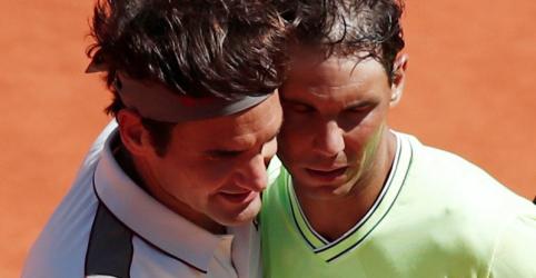 Placeholder - loading - Imagem da notícia Nadal passa fácil por Federer e chega à 12ª final de Roland Garros