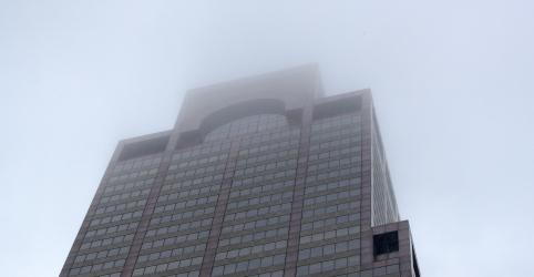Placeholder - loading - Imagem da notícia Helicóptero bate em terraço de prédio em Nova York