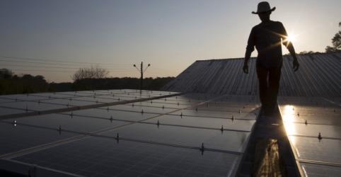 Placeholder - loading - Imagem da notícia Ministério da Economia vê distorções em subsídio para geração de energia em telhados