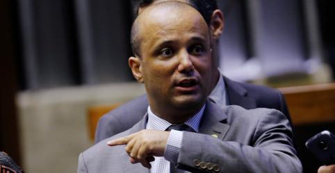 Placeholder - loading - Imagem da notícia Exclusão de Estados e municípios da reforma da Previdência não é problema para governo, diz Vitor Hugo