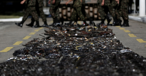 Placeholder - loading - Imagem da notícia CCJ do Senado vota para derrubar decreto de armas de Bolsonaro, proposta vai a plenário