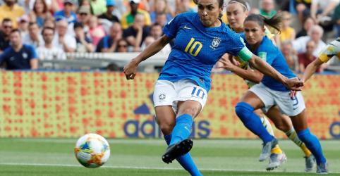 Placeholder - loading - Imagem da notícia Marta se torna primeira jogadora a marcar gol em 5 Copas do Mundo