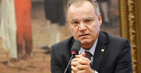Placeholder - loading - Imagem da notícia Ao apresentar parecer, relator da Previdência exclui capitalização, Estados e municípios da reforma