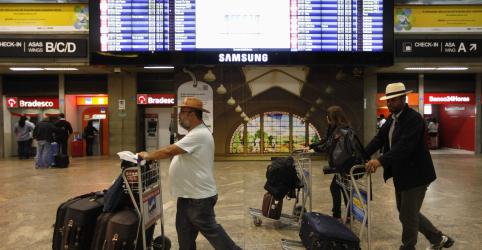 Placeholder - loading - Imagem da notícia Bolsonaro diz que pode sancionar gratuidade de bagagens, mas autorizar cobrança por empresa low cost via MP