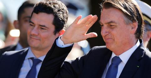 Bolsonaro diz que possibilidade de demitir Moro é 'zero'
