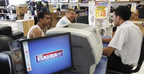 Placeholder - loading - Imagem da notícia Família Klein compra controle da Via Varejo e vira maior acionista