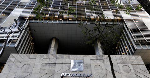 Placeholder - loading - Tribunal argentino suspende processo arbitral contra a Petrobras