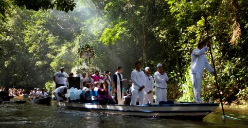 Em guinada histórica, Vaticano cogita padres casados na Amazônia