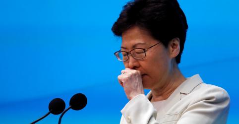 Placeholder - loading - Imagem da notícia Líder de Hong Kong pede desculpas novamente após revolta por lei de extradição
